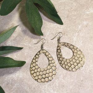 Jewelry - Metal honeycomb textured earrings